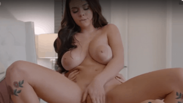 Teen Gabbie Carter gets her pussy what she deserved